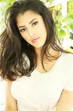 Busty Latina Hottie Sophia Leone