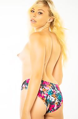 Funny Pornstar Zoe Clark Stripping