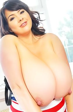 Stunning Busty Model Rachel Aldana