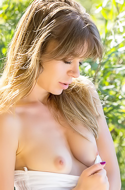Lily C Naked Beauty With Shaped Body